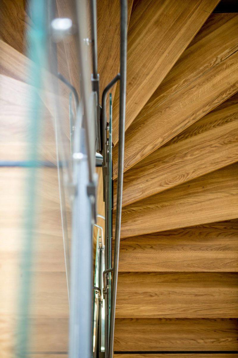 Frihängande trappa trä och stål