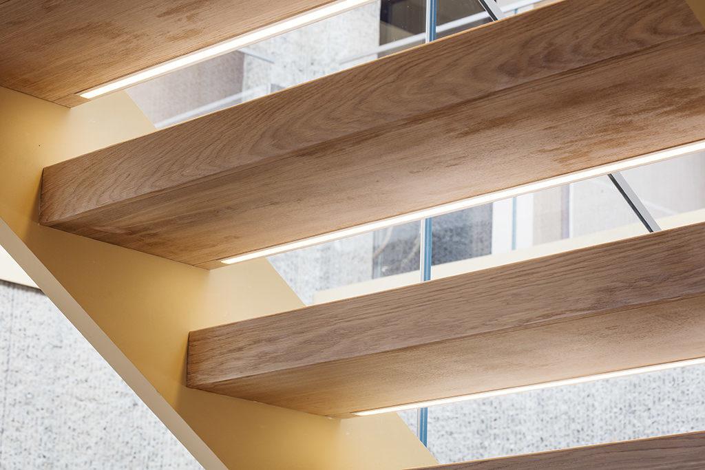 Designtrappa med öppna trappsteg